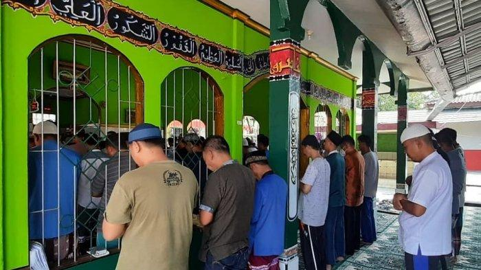 Doakan Korban Kebakaran Lapas Tangerang, Pegawai dan Napi Rutan Prabumulih Lakukan Salat Ghoib