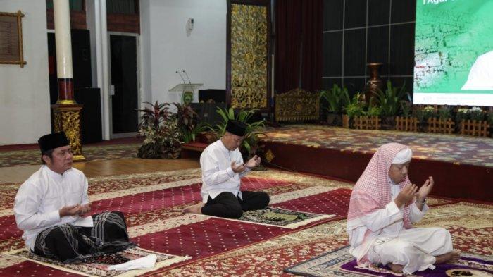 Bacaan Niat Imam dan Makmum shalat Idul Fitri di rumah dengan Tulisan Arab, Latin serta Artinya