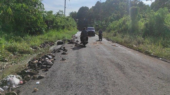 Sampah di Bahu Jalan Muara Pinang Empat Lawang, Ini Jawaban Dinas Lingkungan Hidup dan Camat