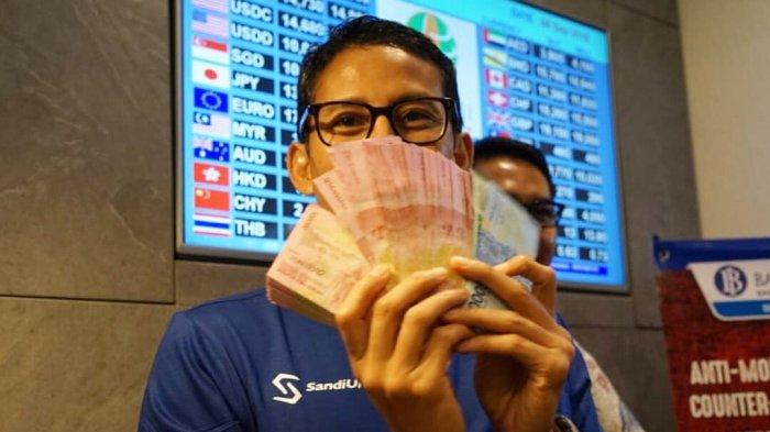 Buktikan Omongan Bantu Pemerintah, Sandiaga Uno Pamer Uang Rupiah, Berapa M Tukar Dollarnya ?