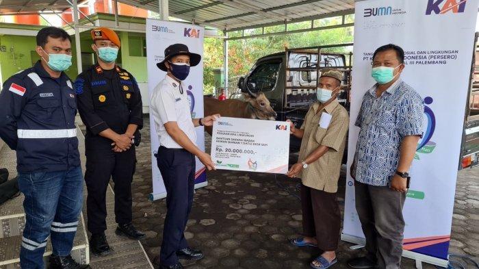 PT KAI (Persero) Divre III Palembang Peduli Lingkungan, Bagikan Hewan Qurban dan CSR Masyarakat