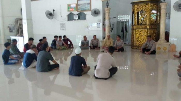 Sat Binmas Polres Ogan Ilir Laksanakan Operasi Bina Kusuma di Masjid