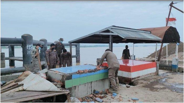 Pol PP Palembang Tertibkan 300 PKL di Bawah Jembatan Musi 2, Lokasi Bakal Dibangun Pasar Apung