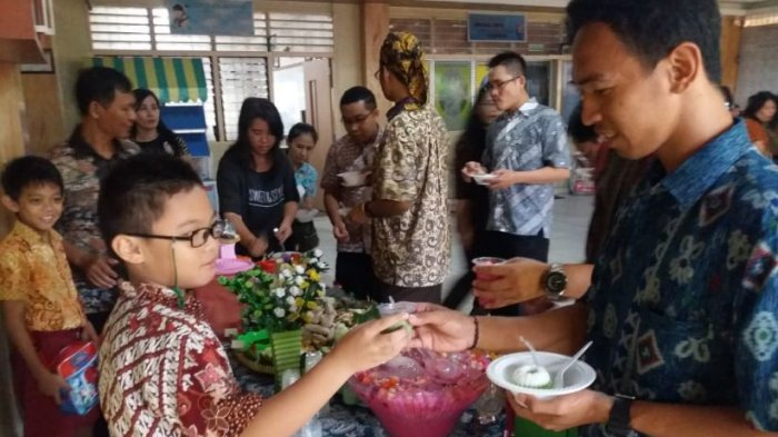 Peringati Hari Pangan Sedunia, SDK Frater Xaverius 2 Palembang Buka Stan Makanan Gratis