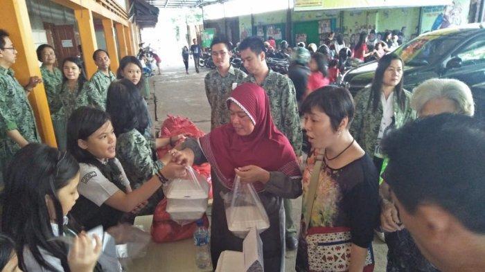 Sambut Natal, Ratusan Siswa SDK Frater Xaverius 2 Palembang Bagikan Sembako Gratis