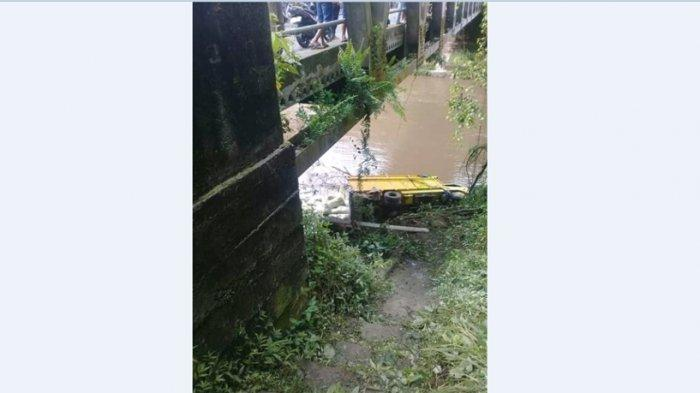 Truk Jatuh ke Sungai Musi, Angkut Muatan Dedak Padi Lebih dari 5 Ton