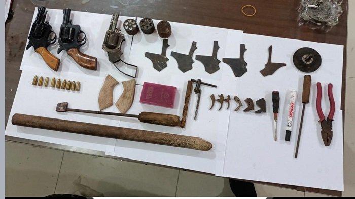 Sejumlah barang bukti diamankan polisi terkait peredaran senpira di OKU Timur
