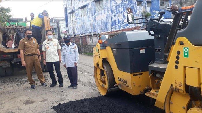 Tindak Lanjut Aduan Masyarakat, Sekda Kota Palembang Ratu Dewa Turun Langsung Cek Perbaikan Jalan