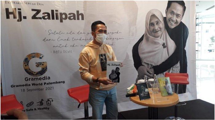 Sekda Palembang Ratu Dewa Luncurkan Buku Ketiga 'Doa Hj Zalipah', Ceritakan Kisah Hidup