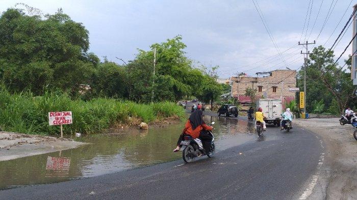 Hujan 1 Jam, Separuh Badan Jalan di Kota Muaradua OKU Selatan Langsung Tergenang Air