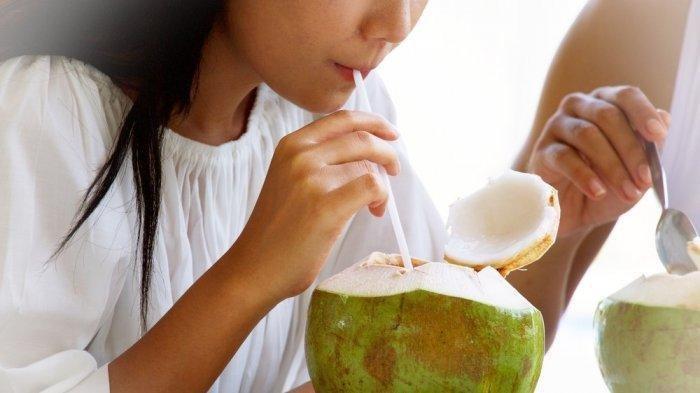 6 Manfaat Asli Air Kelapa Bagi Kesehatan, Ternyata Tak Termasuk Sebagai Obat Covid-19