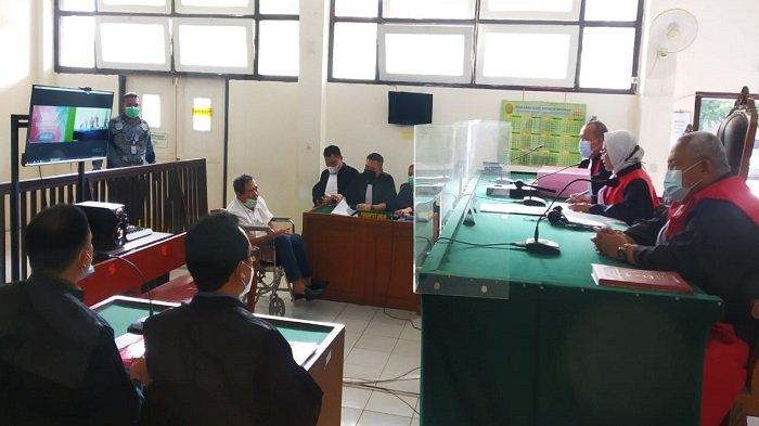 Sidang Perdana Dugaan Korupsi Uji Tera Banyuasin, Emen ASN Kota Palembang Hadir Pakai Kursi Roda