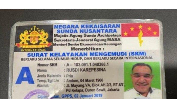 Polantas Ini Kaget Saat Menilang Pria Ini, Ia Malah Keluarkan SIM Negara Kekaisaran Sunda Nusantara