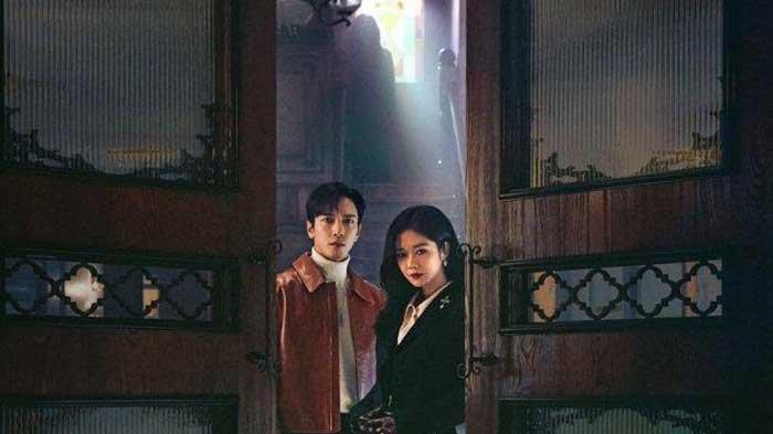 Sinopsis Drama Korea Sell Your Haunted House Eps 1: Pertemuan Pengusir Hantu Gadungan dan Yang Asli
