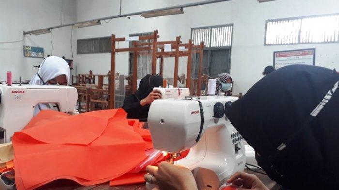 Selain Buat APD untuk Tenaga Medis, SMKN 7 Pula Pinjamkan Tempat Cuci Tangan ke Masjid-masjid