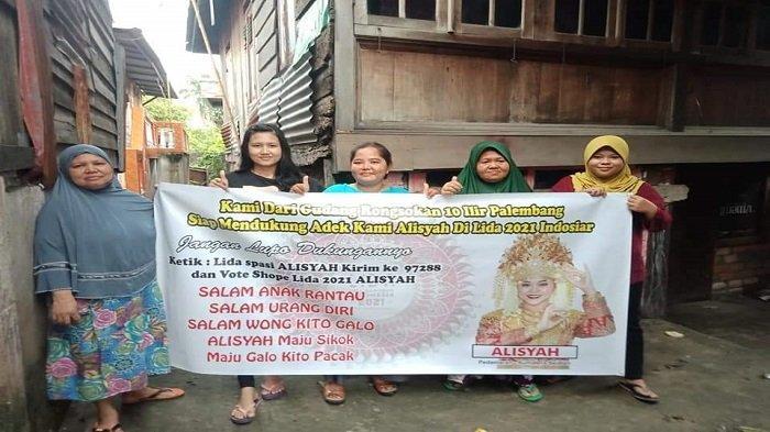 Warga secara swadaya menyebar ratusan spanduk di seluruh provinsi Sumatera Selatan untuk menghimpun dukungan untuk Tasya Nuraalisyah atau Alisyah memberikan yang terbaik di panggung kompetisi Liga Dangdut Indonesia (LIDA 2021) di Indosiar.