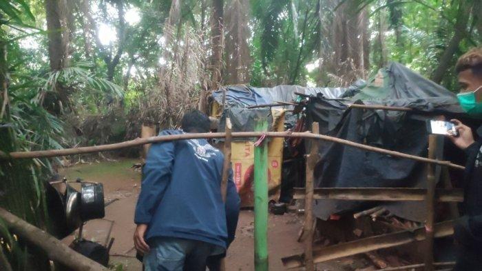 Kisah Suami Istri Tinggal di Gubuk Reyot Dekat Tol Jagorawi, Suami Stroke, Rumah Dimasuki Maling