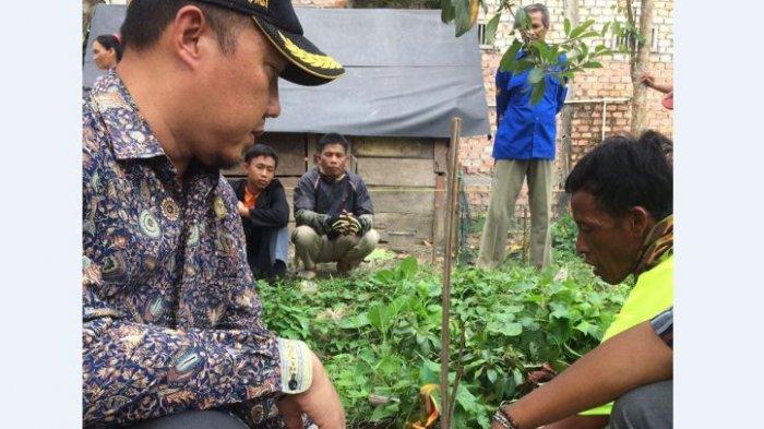 Sumur Elsuandi Keluarkan Gas, Camat SP Padang Larang Warga Merokok dan Bakar Sampah Dekat Sumur ,