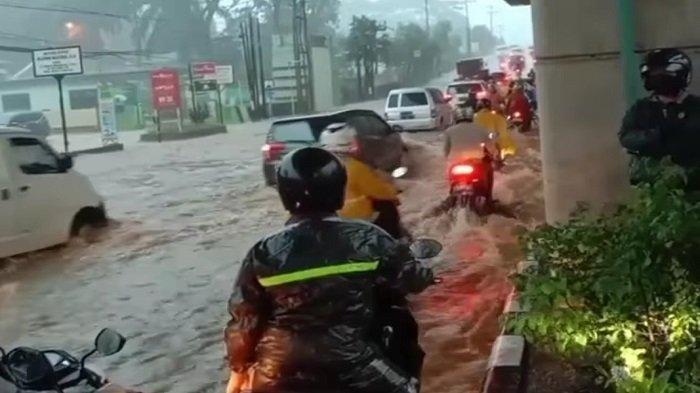 Banjir di Palembang, Pohon Tumbang di Muba dan Lahat, BMKG Ingatkan 17 Daerah di Sumsel Waspada