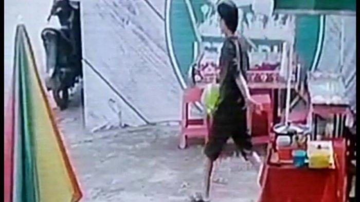 Viral Aksi Pencurian Gas elpiji 3 Kilogram Terekam CCTV di Palembang