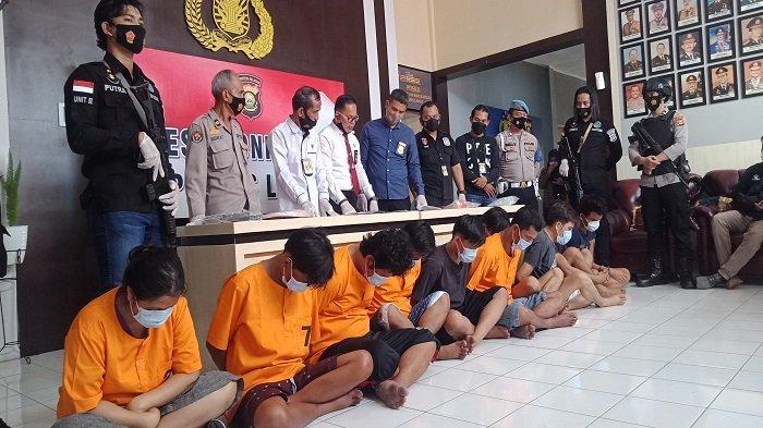 Grebek Rumah Bandar Narkoba Lahat, Polisi Berjibaku Ambil Dompet di Dalam Sumur
