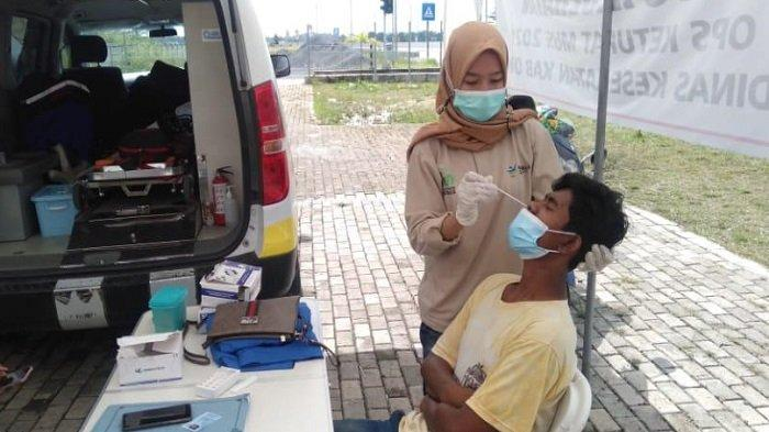 Lintasi Kabupaten Ogan Komering Ilir, Ratusan Pemudik Dites Antigen, Tiga Reaktif