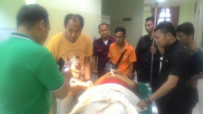 Mapala Pajarpala Dibantu Warga Evakuasi Oki dari Gunung Dempo