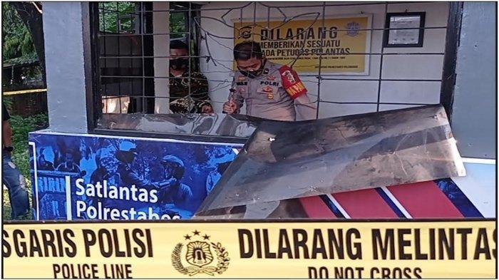 Tim Inafis Polrestabes Palembang lakukan olah TKP di Pos Lantas Angkatan 66 Palembang, Jumat (4/6/2021).