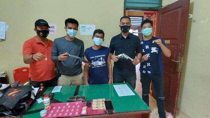 Tim Satresnarkoba Unit 2 Polres Ogan Ilir  Tangkap Pengedar Sabu di Desa Ulak Segelung