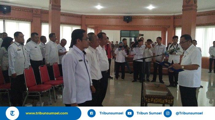 Tindaklanjutin Peraturan Menteri Kominfo, PLT Bupati OKI Rifai Kukuhkan Bakohumas dan KIM