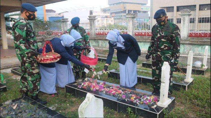 Peringati Hari Bakti TNI AU ke-74, Lanud SMH  Ziarah ke TMP Ksatria Ksetra Siguntang