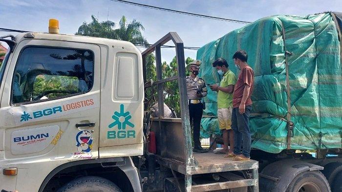 Muatan Capai 50 Ton dan Tak Bawa Surat Kendaraan, Dua Truk ODOL Ditilang Polres OI