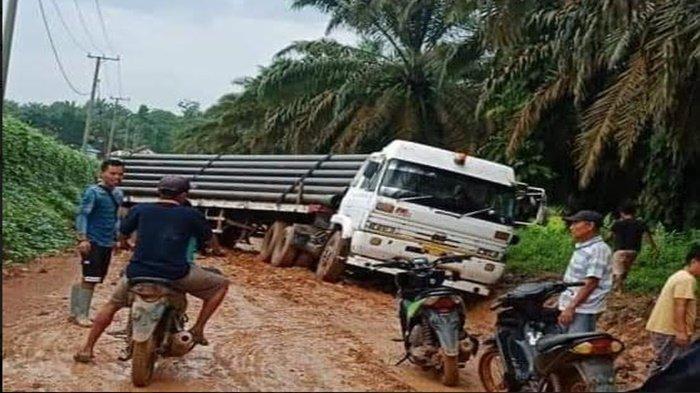 Truk Tronton Tergelincir di Jalan Poros Rawas Ilir Muratara, Sudah Kesekian Kalinya