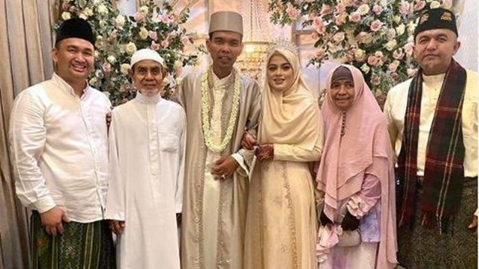 Sah Dinikahi Ustaz Abdul Somad, Ini Penampilan Baru Fatimah Az Zahra, Dirangkul Mesra Suami