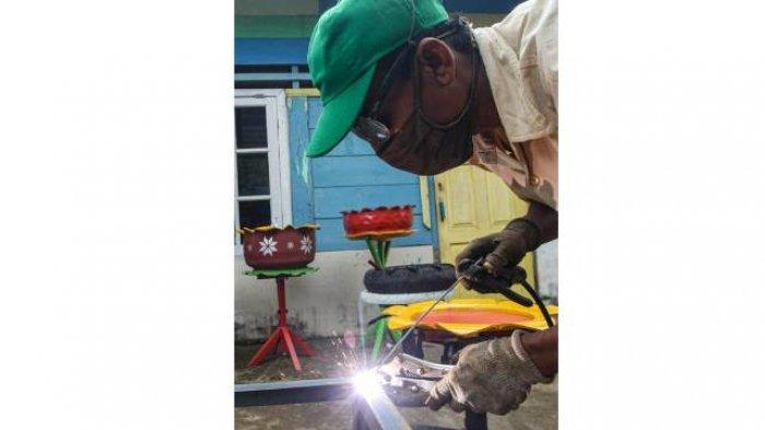 BERITA FOTO : Inovasi UMKM Untuk Negeri, Ciptakan Wastafel dari Ban Bekas dan Wajan Penggorengan - umkm-7.jpg