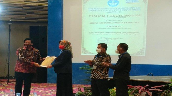 Raker Pimpinan PTS LLDIKTI Wilayah 2, Universitas Bina Darma Borong 4 Penghargaan