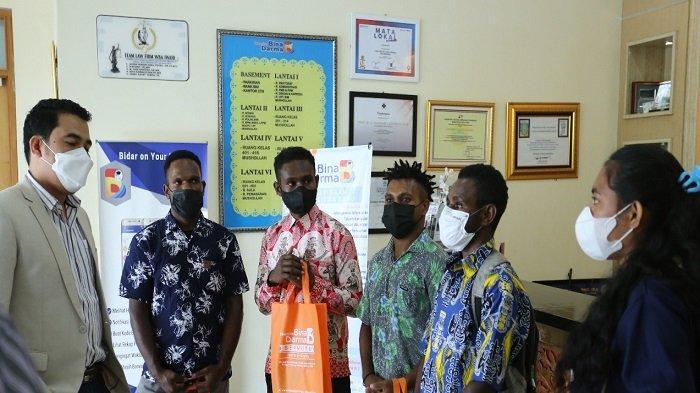 Lagi, Putra Asal Papua Registrasi di Universitas Bina Darma - universitas-bina-darma-ubd-kembali-menjadi-pilihan-mahasiswa-asal-papua-1.jpg