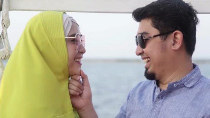 Ustaz Solmed dan istri, April Jasmine