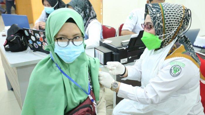 Bekerjasama dengan Dinkes Kota Palembang Universitas Bina Darma Gelar Vaksin Covid-19