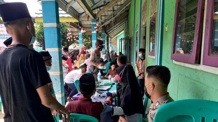 Polres Ogan Ilir Gelar Vaksinasi Massal untuk 1.524 Santri di Indralaya