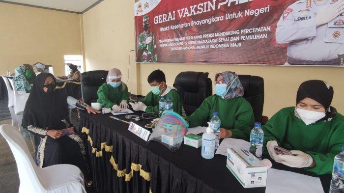 Vaksinasi di Mapolres OKU Timur lebihi Target, Jemput Masyarakat Gunakan Bus