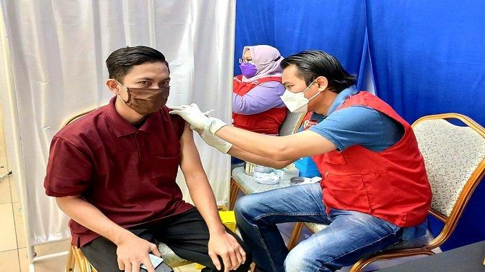 Komitmen OJK KR7 Sumbagsel Bangkitkan Ekonomi Daerah, Vaksinasi Massal Kembali Digelar - vaksinasi-massal-ojk-regional-7-sumbagsel-2.jpg