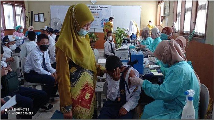 Diaz Takut Sampai Tutup Muka, Pelaksanaan Vaksinasi di SMPN 17 Palembang