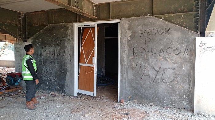 Bangunan Gedung Kantor Bupati Muratara jadi Sasaran Tangan Jahil, Dicoret-coret sampai Pintu Dirusak