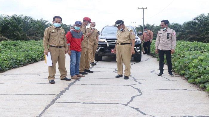 Wabup Banyuasin Lakukan Monitoring Pembangunan Jalan Suak Tapeh Pulau Rimau