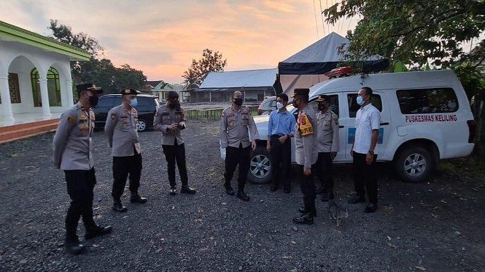 Wadir Binmas dan Wadir Krimum Polda Sumsel Pantau Langsung Pos Penyekatan Sungai Pinang OI