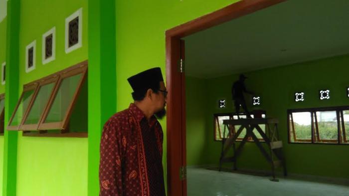 Waka Humas MAN 1 Palembang Pantau Pembangunan Lokal Baru