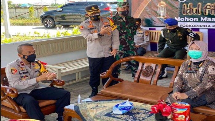 Kapolres Ogan Ilir Dampingi Wakapolda Sumsel Tinjau Posko Penyekatan Gerbang Tol Kramasan