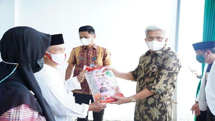 Ustadz-Ustadzah di Palembang Terima Bansos Beras dari Gubernur Sumsel