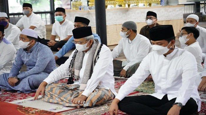 Gubernur Sholat Idul Adha di Griya Agung, Wagub di Kediaman Jalan Musyawarah